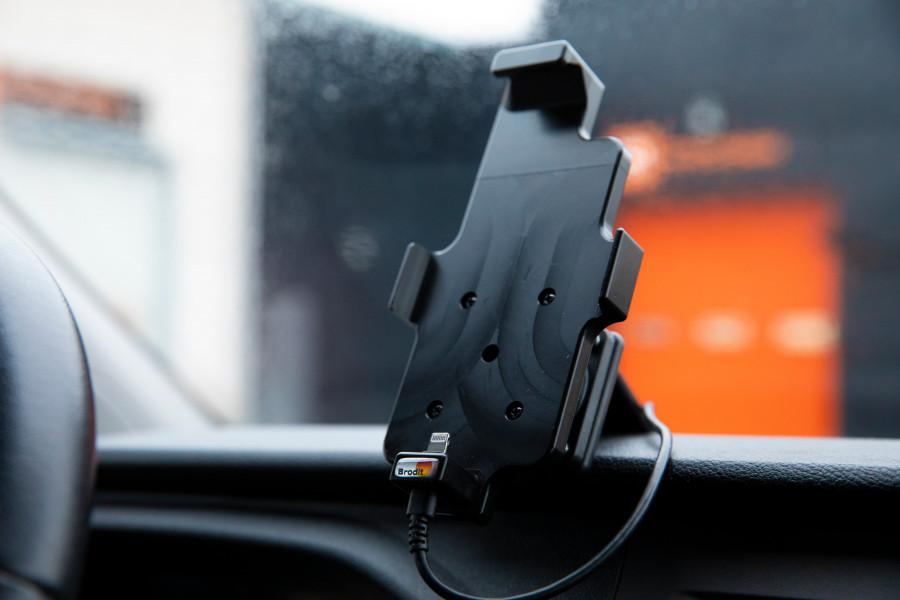 Holder for telefon, nettbrett og datamaskin til din arbeidsbil eller personbil.